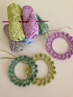 motleymakery:  DIY Crochet Frames: Free Pattern & Tutorial, from Bees and Appletrees.  Lovely reblog for your dash today.  Great little DIY project.