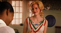 Minny always hated the way that Miss Celia would look at her like she cared. She was used to serving people that despised her. Minny did not want sympathy from a white woman, real or fake. Celia Foote, Southern Women, Jessica Chastain, Movie Costumes, Beautiful Voice, Film Serie, Famous Faces, White Women, Retro