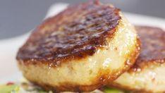 Hjemmelagde fiskekaker Norwegian Food, Norwegian Recipes, Danish Food, Lassi, Recipe Boards, Baked Potato, Nom Nom, Seafood, Food And Drink