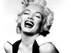 """""""Che vergogna quando arrivò l'idraulico. Io lì, tutta nuda nella vasca… e non avevo lo smalto sulle unghie!"""" #Marilyn #Monroe"""