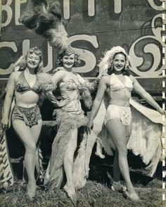 ∴ Trios ∴ the three graces & groups of 3 in art and photos - Rosie, Gee Gee and Bobby Peck. Vintage Circus Photos, Vintage Photographs, Vintage Circus Performers, Vintage Pictures, Royal Ballet, Burlesque Vintage, Human Oddities, Circus Clown, Circus Train
