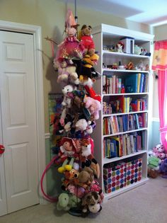 Revelations of a Reluctant Stay-at-Home Mom: Stuffed Animal Zoo Tower from a sho. Revelations of a Reluctant Stay-at-Home Mom: Stuffed Animal Zoo Tower from a shoe tree Stuffed Animal Displays, Stuffed Animal Holder, Organizing Stuffed Animals, Storing Stuffed Animals, Stuffed Animal Storage, Diy Stuffed Animals, Stuffed Animal Zoo, Kids Storage, Storage Design