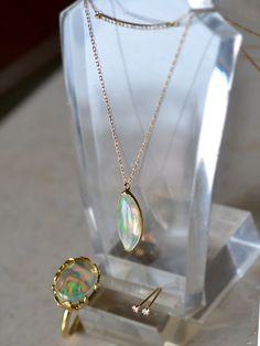 今日は オパールリング オパールペンダントネックレス ダイアモンドペンダントネックレス ダイアモンドピアス を組み合わせてみました。