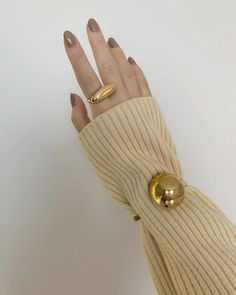 Gold Fashion, Fashion Jewelry, Jewelry Accessories, Jewelry Design, Classy Aesthetic, Cool Girl Pictures, Minimalist Nails, Jewelry Photography, Swag Nails