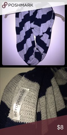 🌼Navy/gray infinity scarf🌼 Versatile Navy and gray infinity scarf. Made of a  thermal like material. No stains, tears or holes! From a smoke free home! Aeropostale Accessories Scarves & Wraps