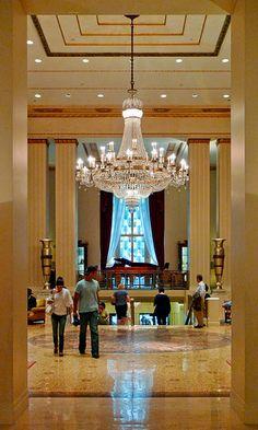 Waldorf Astoria by S E A N D U, via Flickr Majestuoso, señorial y acogedor