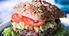 Tee itse superhyvä vegaaninen burgeri, joka maistuu kaikille! Mustapavuista sekoitettu burgeripihvi on tosi mehevä ja maukas. Salmon Burgers, Ethnic Recipes, Food, Essen, Meals, Yemek, Eten