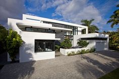 Die Architekten vonKZ Architecturepräsentieren ein weiteres Ergebnis Ihrer kreativen Arbeit. Das beeindruckende Eigenheim liegt an der Küste von Florida, trägt...