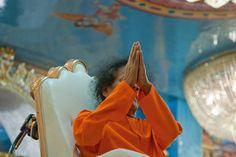 Sathya Sai Baba namaskar photo 3,   Sathya Sai Namaskar Farewell Darshan Photo, http://www.lordsai.com/Sai-Namaskar-Coin.html