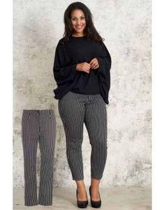 Plus size nyheder Find nyt dametøj til store kvinder her - Lilly is Love Cardigans, Sweaters, Curvy Fashion, Capri Pants, Asos, Nye, Plus Size, Shorts, Elegant
