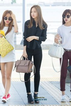 Apink naeun airport fashion