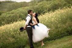 photo couple danseuse Cirque Photo, Adorable Petite Fille, Photo Couple, Animals, Wedding Couple Pictures, Pretty Dresses, Blue, Animaux, Animal