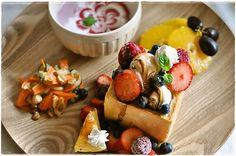 アイス盛りハニートースト + いちごミルク + フルーツ +  人参とナッツのサラダ | marmalade kitchen