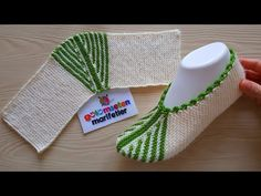 İki şişle kolay patik yapımı / iki şişle patik modelleri - YouTube Knitting Loom Socks, Crochet Socks, Knit Or Crochet, Baby Knitting, Knitted Booties, Knitted Slippers, Youtube Design, Striped Slippers, Baby Boots