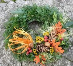 dušičkové věnce na objednávku School Projects, Diy And Crafts, Christmas Wreaths, Holiday Decor, Fall, Home Decor, Autumn, Decoration Home, Fall Season