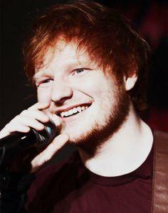 The best British singer to ever live <3 Ed Sheeran, sings one of my favorite songs.
