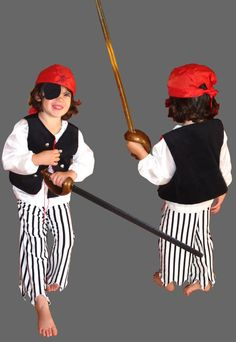 Pirate costume free pattern and tutes.  Pirate chemise on this page, links to other pieces.  French, size 4T