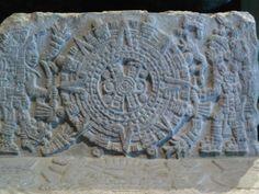 Detalle de maqueta prehispánica, tallada en piedra, sala mexica, MNA.