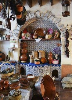 Eye For Design: Decorating In Old Spanish Colonial Style Mexican Style Homes, Hacienda Style Homes, Mexican Style Kitchens, Mexican Kitchen Decor, Mexican Home Decor, Spanish Style Homes, Mexican Hacienda Decor, Spanish Style Bedrooms, Spanish Style Decor
