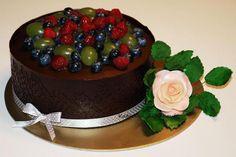 Čokoládová torta s ovocím a ružičkou Chocolatte cake