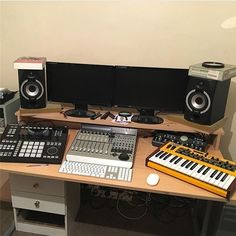 @familylove462 sent me this beautiful picture of his home studio. ___________________________________________#spotify #soundcloud #ableton #logicpro #mac #keyboard #midi #speaker #producer #dj #music #pc #studio