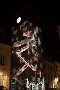 Illumination du beffroi de Beaune en Bourgogne - tous les soirs