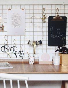 New diy dco murale spaces Ideas Gold Diy, Diy Beauty Desk, Desk Wall Organization, Diy Home Decor, Room Decor, Desk Inspiration, Recycled Furniture, Diy Desk, Decoration