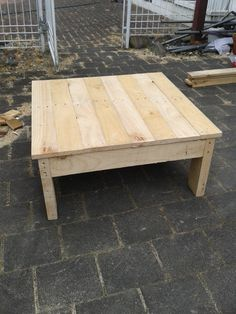 coffee table out of recycled pallets