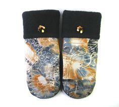 Mitaines pour dames, mitaines d'hiver, matières recyclées, mitaines de laine, mitaines fait main, sweater mitaine, mitaine de laine, laine de la boutique CroqueMitaines sur Etsy Gucci, Boutique, Sandals, Shoes, Etsy, Fashion, Raincoat, Mittens Pattern, Blue Patterns