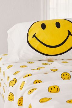 Shop Chinatown Market X Smiley UO Exclusive Smiley Sheet Set at Urban Outfitters today. We carry all the latest styles, colors and brands for you to choose from right here. Twin Xl Sheet Sets, King Sheet Sets, Retro Pattern, Black Pattern, Face Aesthetic, Daddys Boy, Bedroom Inspo, Bedroom Ideas, Everyday Objects