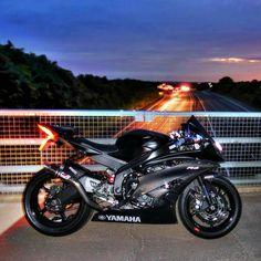 Black R6 Yamaha