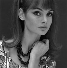 Jean Shrimpton frontal view with black necklace, photo John French Jean Shrimpton, Chrissie Shrimpton, Carey Mulligan, Kate Moss, Colleen Corby, Look Jean, David Bailey, Lauren Hutton, Moda Paris