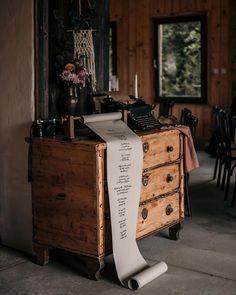 Vintage typewriter and calligraphy Vintage Typewriters, Wedding Calligraphy, Wedding Decorations, Wedding Photography, Instagram, Diy Wedding Calligraphy, Wedding Decor, Wedding Photos, Wedding Pictures