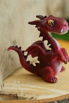 17563 Dollhouse Miniature Teal Dragon with Ice Cream