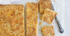 An easy slice recipe with soaked, dried apricots and four other ingredients. So easy to make and very yummy. Apricot Recipes, Sweet Recipes, Raspberry Recipes, Yummy Recipes, Just Desserts, Delicious Desserts, Yummy Food, Apple Desserts, Baking Recipes