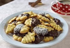 fursecuri from jamilacuisine. Sweets Recipes, Brunch Recipes, Cookie Recipes, Romanian Desserts, Romanian Food, Breakfast Snacks, Breakfast Recipes, Ham Chowder, Healthy Brunch