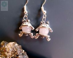 Mini békás fülbevaló rózsakvarc Minion, Earrings, Jewelry, Ear Rings, Stud Earrings, Jewlery, Jewerly, Ear Piercings, Schmuck