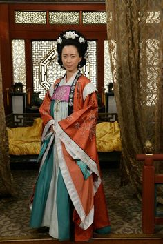 Korean traditional dress - Shilla Period Korean Traditional Dress, Traditional Clothes, Lee Young, Beautiful Costumes, Pretty Woman, Sari, Culture, Actors, Art Reference