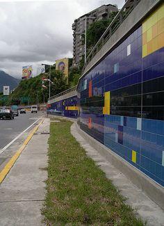 Caracas Las Mercedes.Mural de Patricia  Van Dalen,orgullo Venezolano.Artista Plástico.