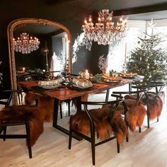 Home Interior Design And Makeover Tips – BusyAtHome Dining Room Walls, Dining Room Design, Casa Loft, Dark Interiors, Dining Room Inspiration, Home Interior Design, Home And Living, Sweet Home, Bedroom Decor