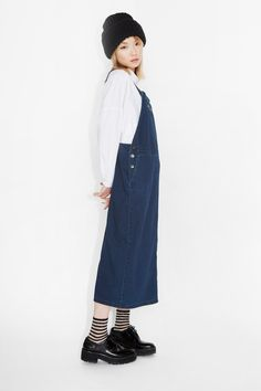 This denim dungaree dress is wayyyy more delicious than dim sum on a Monday! Pair it up with anything sleeved (short, long or spaghetti) or not, and it is sure to bring you a tidal wave of multi-seasonal sweetness! Adjustable straps and side + front pouch pockets.  colour: old indigo In a size small the waist width is 84 cm. The model is 170 cm and is wearing a size small.