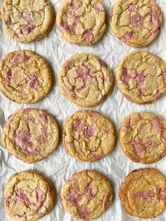 Chocolate chip cookies with a Ruby twist! Chocolate Traybake, Caramel Chocolate Chip Cookies, Chocolate Chip Recipes, Chocolate Desserts, Unique Recipes, Sweet Recipes, Cookie Recipes, Dessert Recipes, Pink Cookies