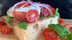 Foto: Marit Hegle Focaccia Bread Recipe, Bread Recipes, Frisk, Caprese Salad, Bakery, Mexican, Mozzarella, Food And Drink, Cheese