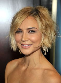 The last two seasons brought the famous pixie cut back; Jennifer Lawrence, Shailene Woodley, Jennifer Hudson, Christen Chenoweth, and so many more rocked it. But, as the seasons change, many guests will want to transition into a longer cut, and that means growing out their pixie.