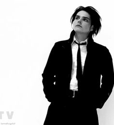 hi I love gerard way bye
