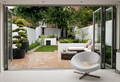 Small Patio Garden Design Ideas For Your Backyard 50 Urban Garden Design, Garden Design London, Terrace Garden Design, Small Garden Design, Small Space Gardening, Patio Design, Small Gardens, Farmhouse Landscaping, Modern Landscaping