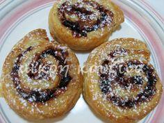 μικρή κουζίνα: Μηλοπιτάκια με φύλλο σφολιάτας Greek Recipes, My Recipes, Doughnut, Muffin, Sweets, Cooking, Breakfast, Cake, Desserts