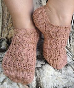 Free Knitting Pattern - Adult Slippers & Socks: Harpa Socks