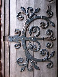 The foliate curlicues of the hinges on the west doors of St. Magnus Cathedral, Kirkwall, Orkney, remind me of similar forms in medieval calligraphy. This could easily become an 'E'. Door Hinges, Door Knobs, Old Doors, Windows And Doors, Blacksmith Projects, Knobs And Knockers, Unique Doors, Door Furniture, Iron Work