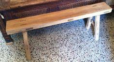 Mooi stoer en sober kaal houten bankje , driftwood .  Afmeting 110 x 15 en 45 cm .    € 75,-